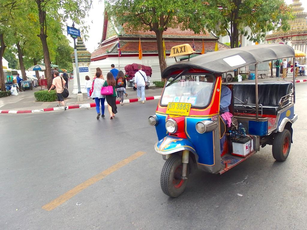 バンコク チャオプラヤ 観光 トゥクトゥク