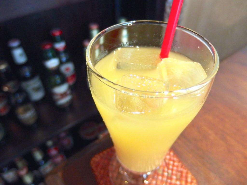 ムンランギットカフェ(パイナップルジュース)