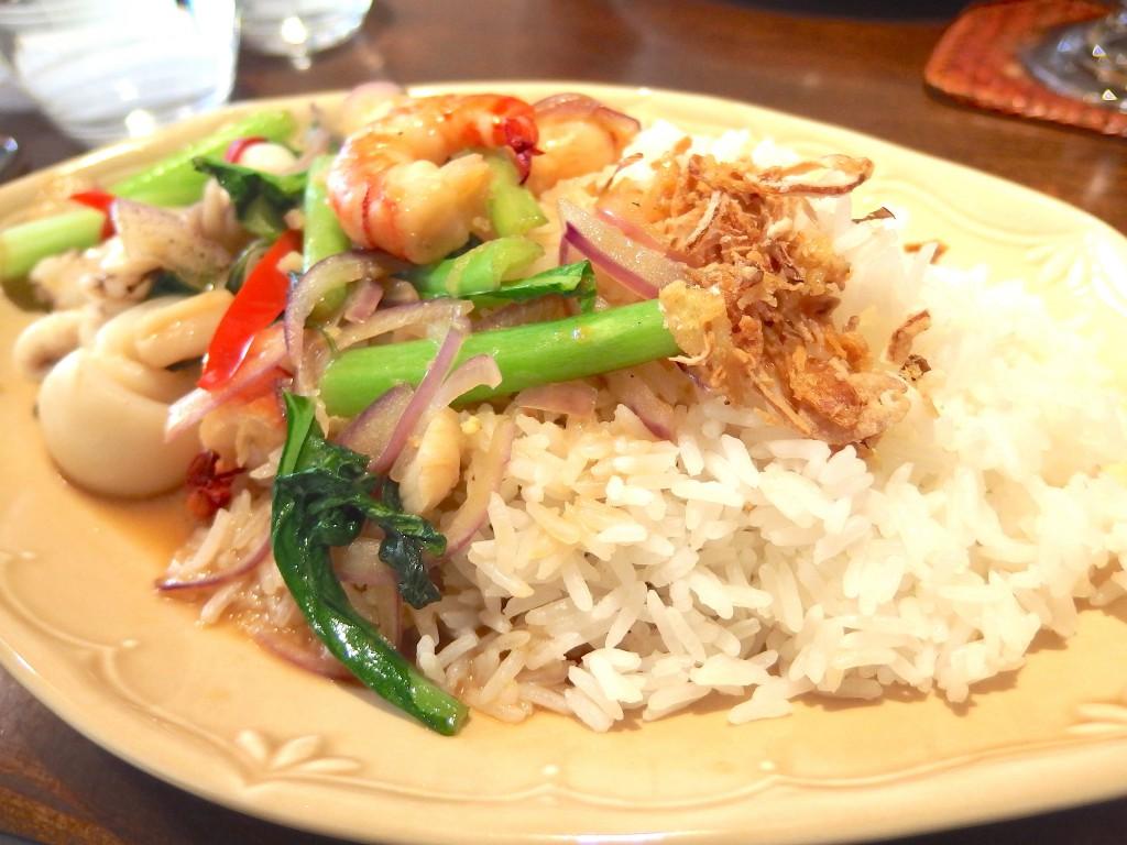 ムンランギットカフェ(シーフードのホラバー炒め)